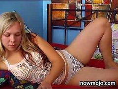 Sexy blonde teen masturbieren