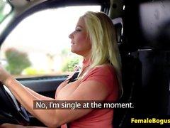 Bigboobs female taksikuski deepthroating asiakasta