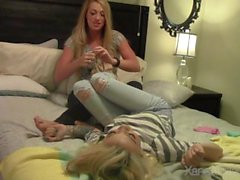 Billie а Candie Tickle Пытки Месть