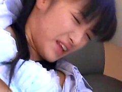 Petite oryantal bebek bir adam parmak vardır ve onun ha lanet