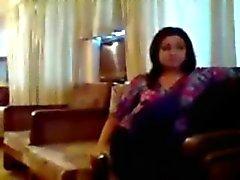 desi indian giovane coppia fottutamente su un divano