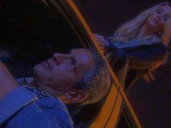 Jessica Drake gibt blasen bei der Dunkelheit der Nacht
