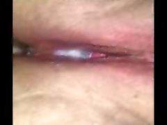 Creampie tropft aus ihrer Muschi