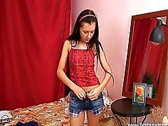Adolescente Corvo recebe seu jumentinho penetrou