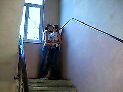 Молодые lezzies гребаный в коридор