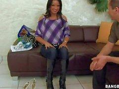 Vücut yapısı zayıf Avrupa- fıstık Suzi The Black Onun pantolon çeker