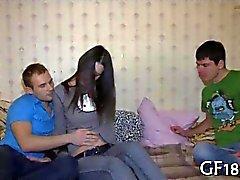 Tíos rusas rizadas relojes de con su novia conseguir jodida