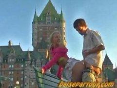 Due del Quebec fourrent devant le Chateau Frontenac
