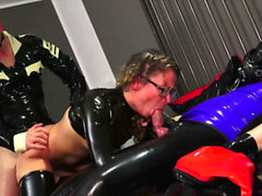 german latex fetish bitch in extrem anal sex mmf threesome