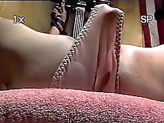 Trailer lixo sub - amarrado ao banco - close-up dildo pussy tortura