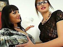 Ekstrem lezbiyen babes oyun oynadı ass deliklerin