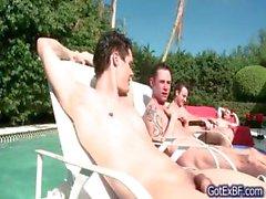 Erstaunliche Vierer sich am Pool Teil 1