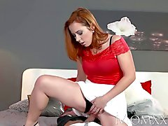 MOM Sexy redhead sucks and fucks muscle man