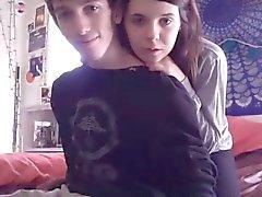 Junges Paar leuchten ihre Webcam mit Oralsex und screwi