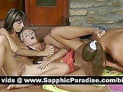 Lésbos blonde et brune renversantes doigtés et le se léchant chatte d'une orgie lesbi trois voies