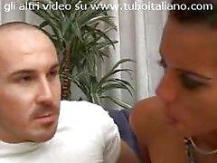 Gaia bellissima gnocca amatoriale scopa con suo marito in video Italian amateur