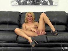 Aaliyah Liebt mit einigen Hot Sex vor der Webcam