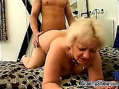 Gordas la abuelita se la follan Doggystyle