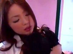 provocação japonês menina com seus peitos grandes