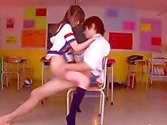 Calda ragazza della scuola fottuto anche da un tipo di scuola