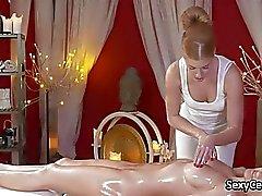 Massaging с масляным подросток лесбиянка pussyhole