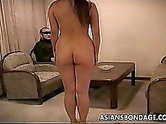 Guy entrena a su slavegirl curvilíneo sexy