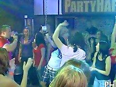 Yong Mädchen nach tanzen gefickt zu