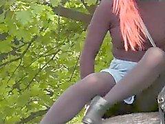 Nylons Unterm Rock 2