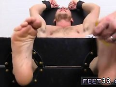 Füße männliche Homosexuell Kenny Tickled in einer geraden Jacke