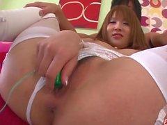 Rinka Aiuchi lämnar kåt man att glädja sig med hennes fitta