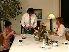 Бабушка Martha Наслаждает званый ужин