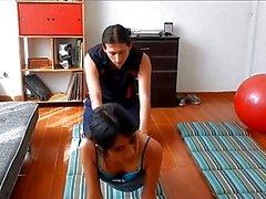 Yogalehrer wird durch heißen Kursteilnehmer gefickt
