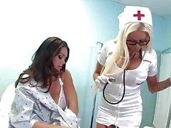 Alison wird von der sonderbaren russischen Krankenschwester Nikita verführt