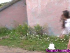 Hollantilainen les teini ulkona