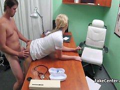 Caldo bionda infermiera malato del cazzo nei ufficio