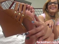 Sexy Blonde Jenny Jett Shows Off Soft Feet & Gives Footjob!