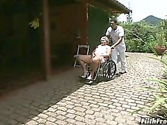 Dingue vieille salope de la mémé brésilienne !