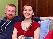 Di nervi amatoriale coppia va a una festa swinger di cambiare