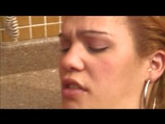 Latina Transe bei kleinen Schwanz anal gefickt zu am Pool