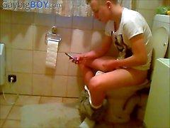 hidden cam auf Toilette