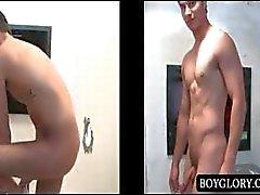 Sesso anale Gloryhole con la uomo nudo