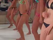 Colombianas bailando en bikini