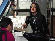 Cybill Troy foltert ihren Sklavenjungen
