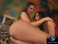 Eve Angel und Maria Belucci dildoing ihre beiden Löcher