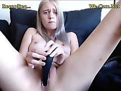 Mingherlino Blonde con giocattolo in a camme di gruppo