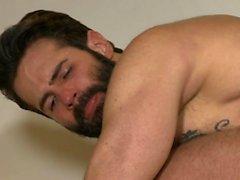 Sexo anal gay latino con corrida