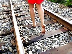 У моей жены босиком железнодорожного пешком