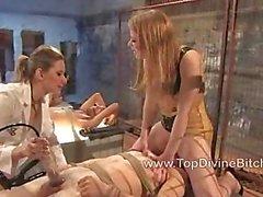 Drei Sklaven durch heißes Schlampen gedemütigten