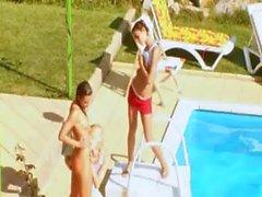 Tres adolescencias putas secreto la piscina