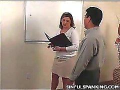 SEÑORA DE LA OFICINA del asno correa de nalgadas